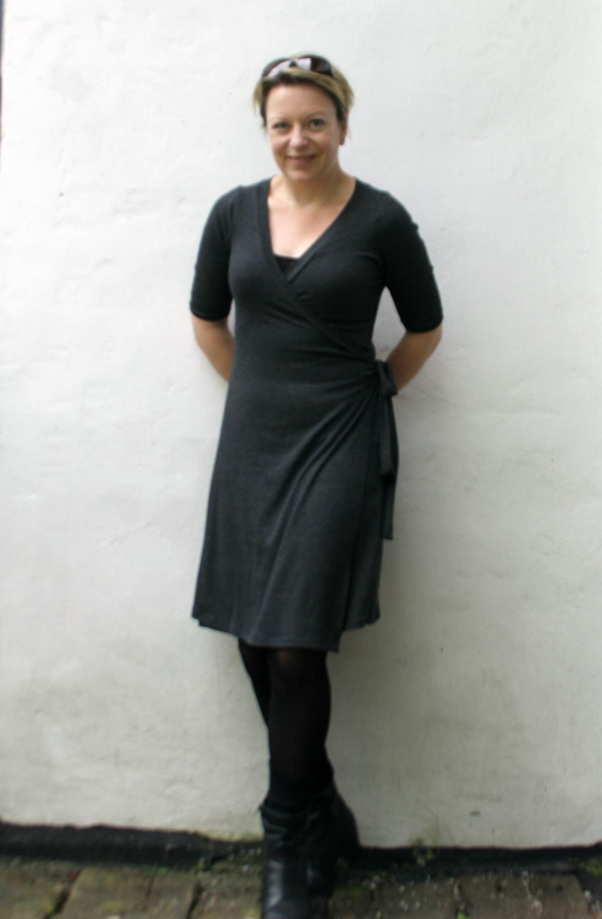 4b335397 405 Rachel Slå-om Kjole symønster - MariaDenmark.dk