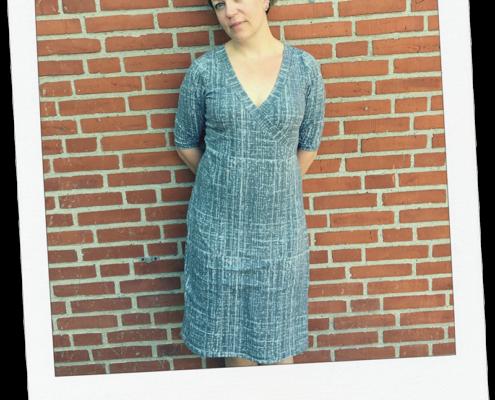 mønster kjole med slå-om effekt